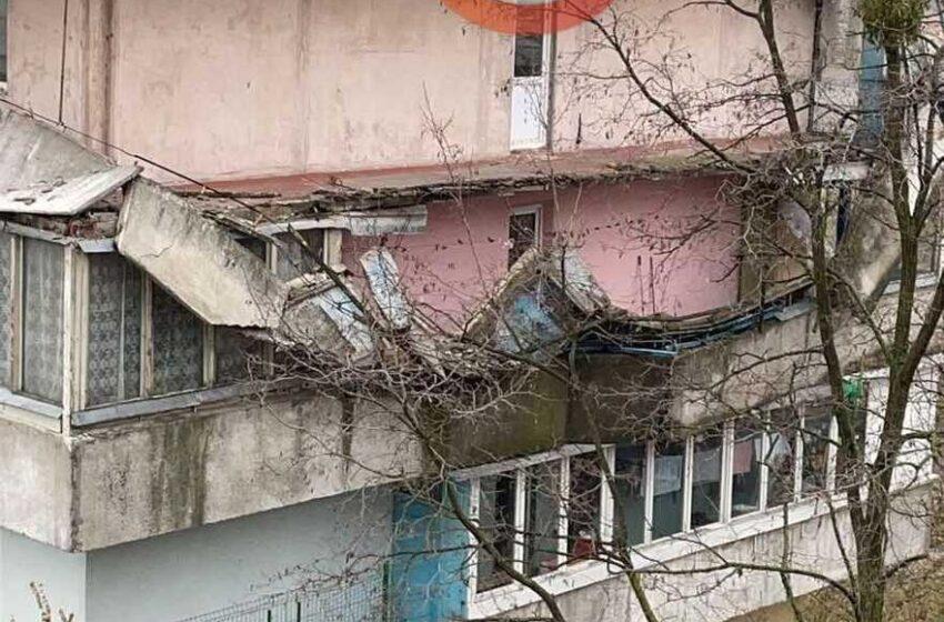 С жилого дома в Киеве рухнули балконы (фото)