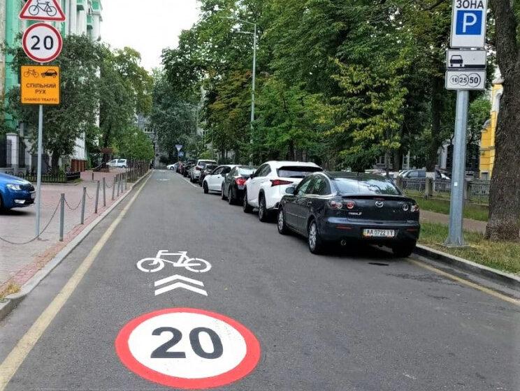 У Києві з'явилася перша смуга спільного велосипедного та автомобільного руху