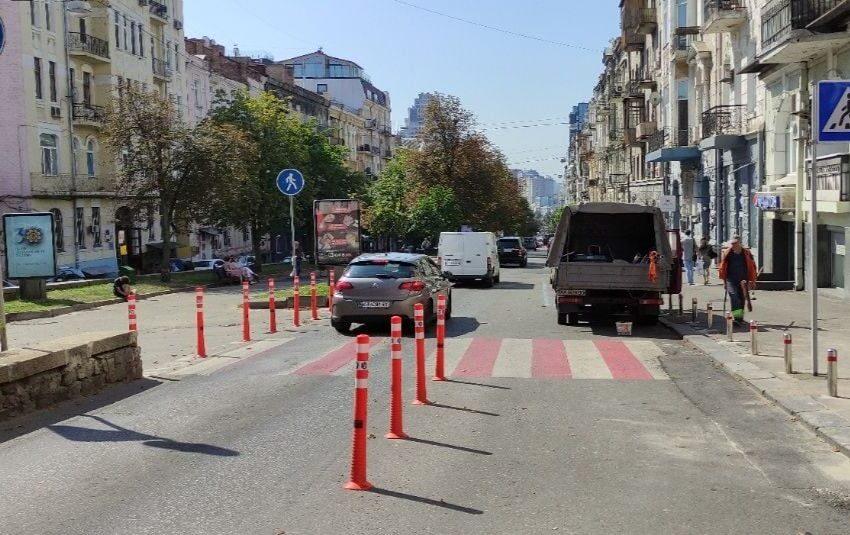 На ул. Антоновича установлено сорок семь новеньких дорожных знаков