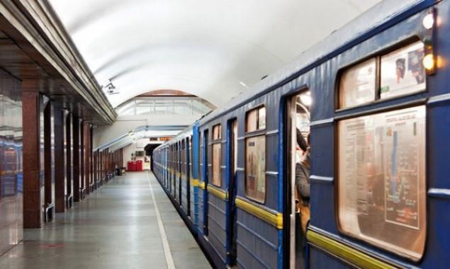 Школьникам Киева напомнили правила работы метро.